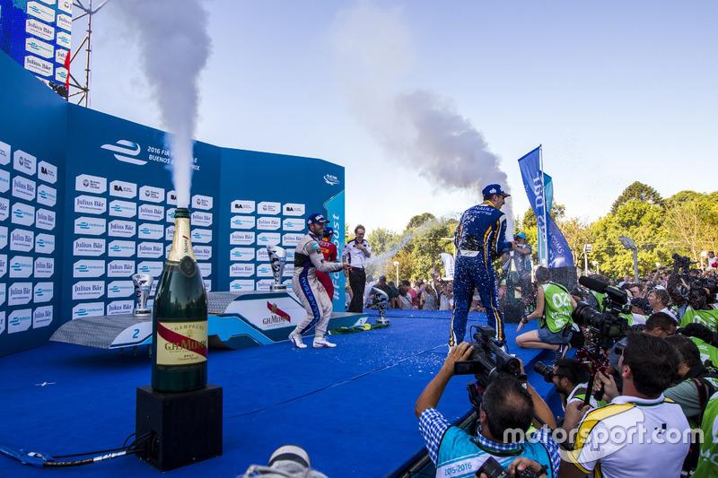 Podium: ganador, Sam Bird, DS Virgin Racing Formula E Team; segundo, Sébastien Buemi, Renault e.Dams; tercero, Lucas di Grassi, ABT Schaeffler Audi Sport