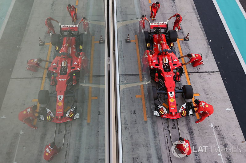 Sebastian Vettel, Ferrari SF70H fait un essai d'arrêt au stand