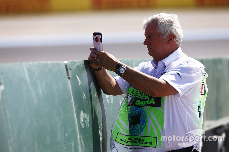 Pat Symonds takes a picture on his phone