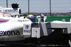 Felipe Massa, Williams FW40, waves from the cockpit on his way back to Parc Ferme