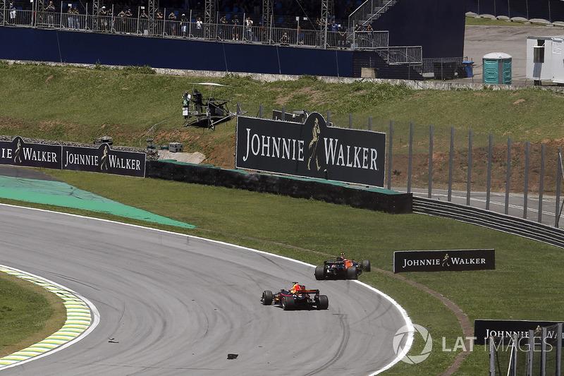 Kevin Magnussen, Haas F1 Team VF-17, Daniel Ricciardo, Red Bull Racing RB13 ve Stoffel Vandoorne, McLaren MCL32 startta kaza yapıyor