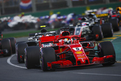 Sebastian Vettel, Ferrari SF71H, Kevin Magnussen, Haas F1 Team VF-18 Ferrari, Max Verstappen, Red Bull Racing RB14 Tag Heuer, Romain Grosjean, Haas F1 Team VF-18 Ferrari, au départ