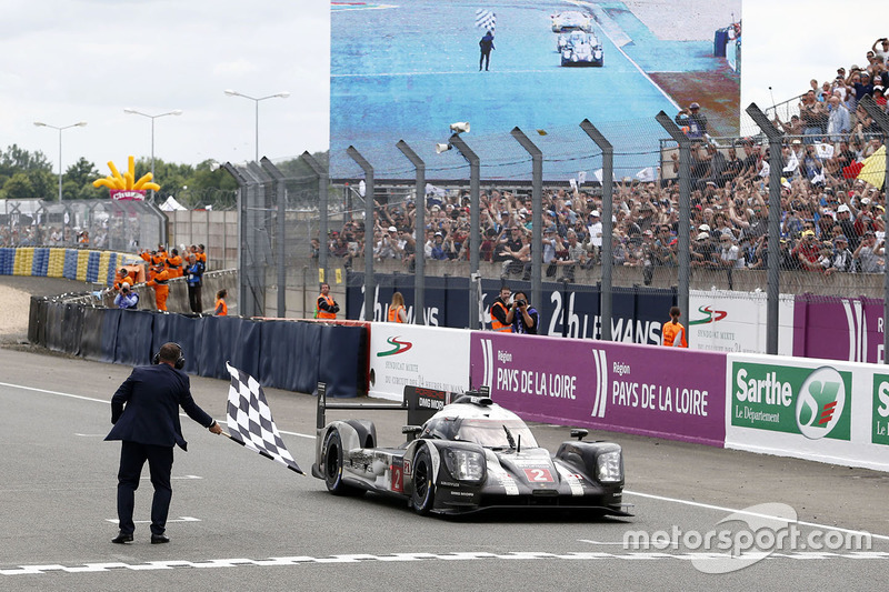 1st: #2 Porsche Team Porsche 919 Hybrid: Romain Dumas, Neel Jani, Marc Lieb takes the win