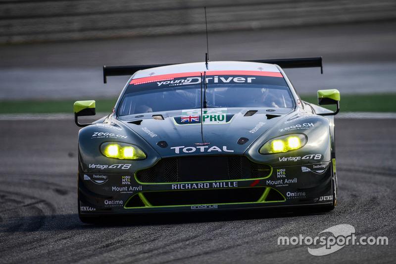 El Aston Martin #95 de Marco Sorensen y Nicki Thiim
