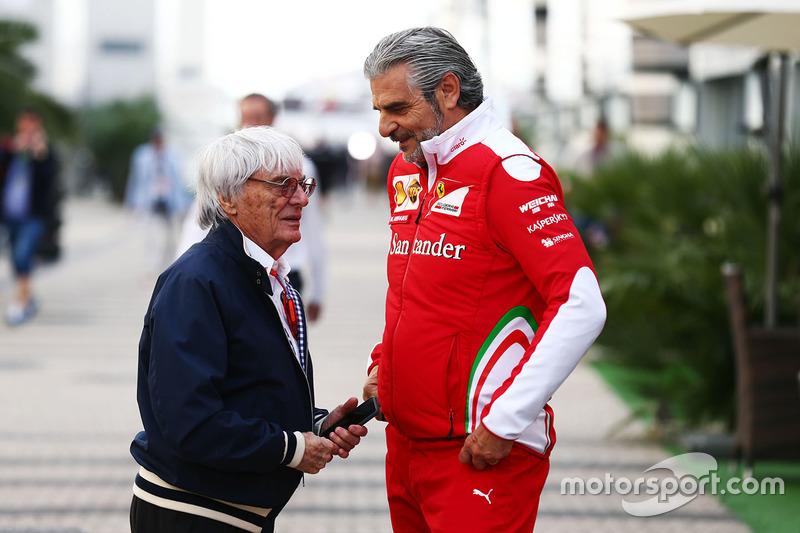 Bernie Ecclestone con Maurizio Arrivabene, Ferrari Director del equipo