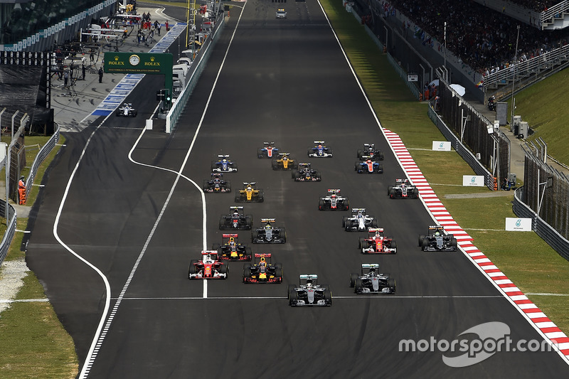 Sebastian Vettel, Ferrari SF16-H, Kimi Raikkonen, Ferrari SF16-H at the start