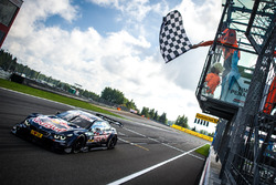 Checkered flag for Marco Wittmann, BMW Team RMG, BMW M4 DTM