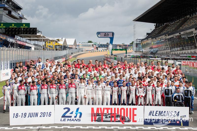 Das traditionelle Fahrer-Gruppenfoto in Le Mans