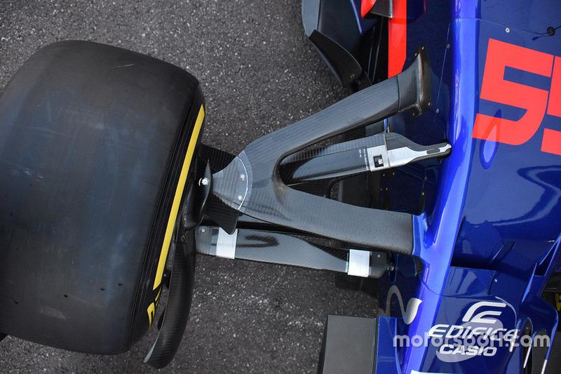 Scuderia Toro Rosso STR12 front suspension detail