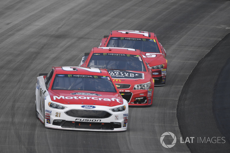 Ryan Blaney, Wood Brothers Racing, Ford; Jamie McMurray, Chip Ganassi Racing, Chevrolet; Clint Bowyer, Stewart-Haas Racing, Ford