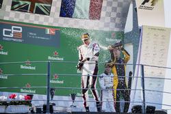 Podium:  tweede plaats Jack Aitken, ART Grand Prix, Racewinnaar George Russell, ART Grand Prix, derde plaats Anthoine Hubert, ART Grand Prix