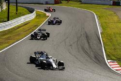 Лэнс Стролл, Williams FW40, Ромен Грожан, Haas F1 Team VF-17, и Пьер Гасли, Scuderia Toro Rosso STR12