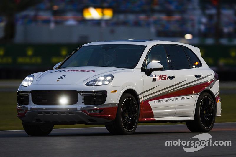 Porsche Cayenne pace car