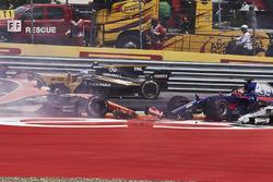Daniil Kvyat, Scuderia Toro Rosso STR12, Fernando Alonso, McLaren MCL32, Max Verstappen, Red Bull Racing RB13,