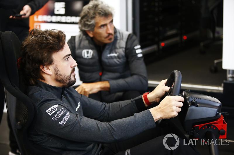 Fernando Alonso, McLaren, takes on a virtual challenge
