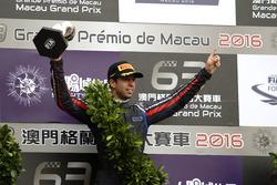 Podium: Race winner António Felix da Costa, Carlin Dallara Volkswagen