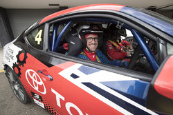 Harry Bates with Andrew van Leeuwen, Motorsport.com's Australian editor