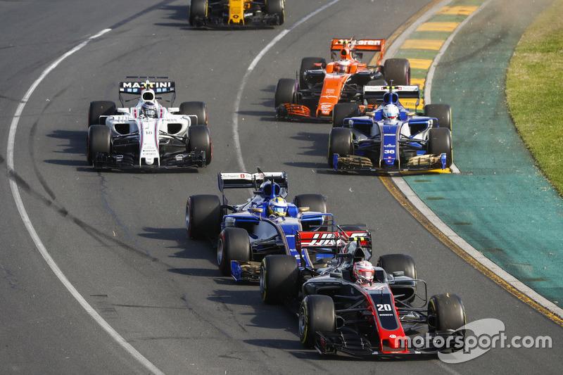 Кевін Магнуссен, Haas F1 Team VF-17,Маркус Ерікссон, Sauber C36, Антоніо Джовінацці, Sauber C36, Стоффель Вандорн, McLaren MCL32, Ленс Стролл, Williams FW40, Джоліон Палмер, Renault Sport F1 Team RS17, на старті