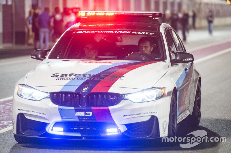 Автомобіль безпеки BMW, за кермом якого Лоріс Капіроссі