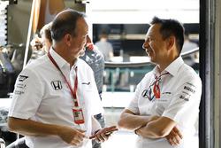 Jonathan Neale, McLaren-Geschäftsführer, Yusuke Hasegawa, Honda-Motorsportchef