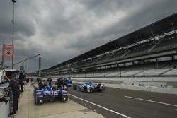Scott Dixon, de Chip Ganassi Racing Honda deprisa para vencer a una tormenta que se avecina