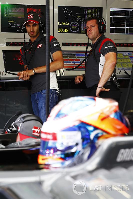 Антоніо Джовінацці, тестовий пілот Haas F1 Team та Ромен Грожан, Haas F1 Team