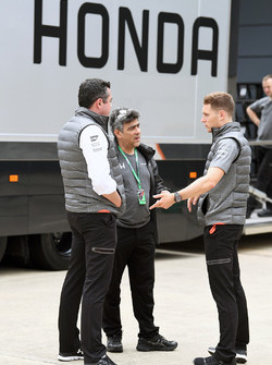 Eric Boullier, McLaren Yarış Direktörü ve Stoffel Vandoorne, McLaren