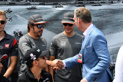 Гонщики McLaren Фернандо Алонсо и Стоффель Вандорн, Шон Братчес