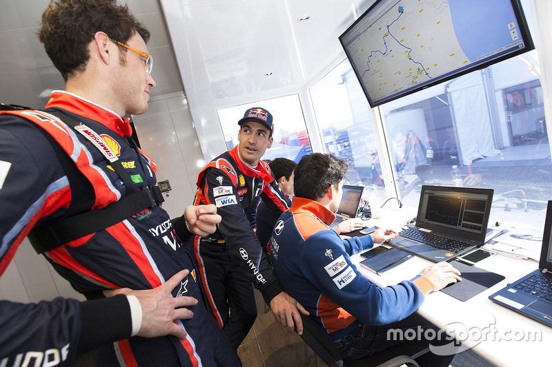 Dani Sordo, Hyundai Motorsport; Thierry Neuville, Hyundai Motorsport