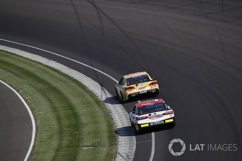 Ryan Newman, Richard Childress Racing Chevrolet Erik Jones, Furniture Row Racing Toyota