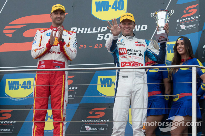 Podium: race winner Fabian Coulthard, Team Penske Ford, third place Garth Tander, Garry Rogers Motorsport