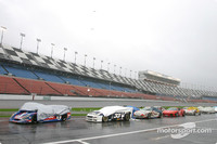 Downpour brings out red flag at Daytona