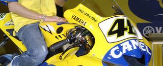 MotoGP Yamaha unveils their 2006 machine