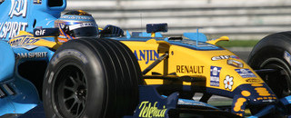 Formula 1 Kovalainen tops Silverstone day one