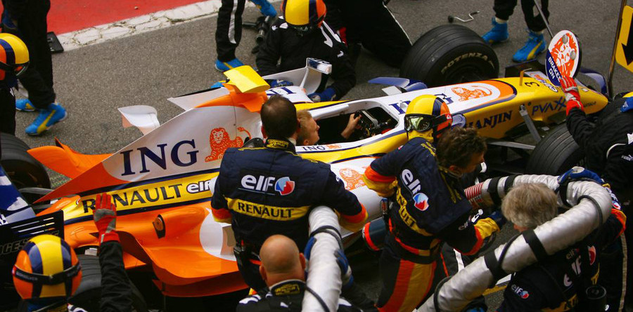 Performance work for Renault at Bahrain test