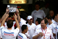 Toyota shuffles top bosses, stands by F1