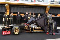 Lotus Renault unleash new 2011 contender at Valencia