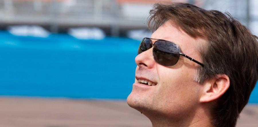 Jeff Gordon looks to win at Bristol