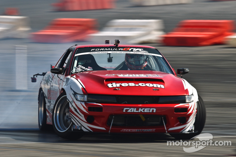 Yoshihara closes out 2011 season with the Formula DRIFT Championship