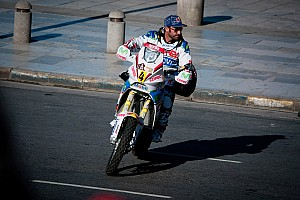 Dakar Lopez takes early lead on sad opening day in Argentina