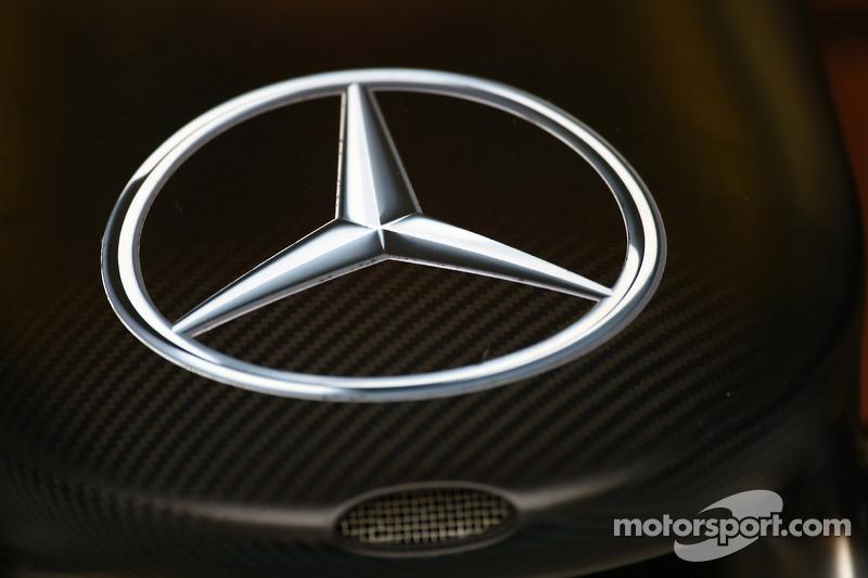 Mercedes hints no plans to change drivers