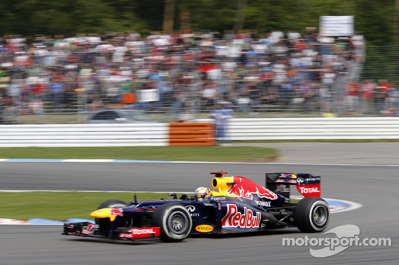 Controversy haunts Red Bull as Alonso strolls away