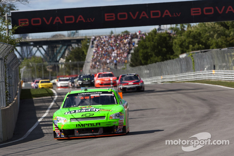 Flying sneaker, problems for Danica - Video