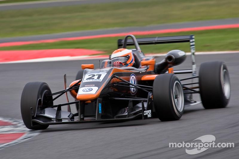 Serralles and Lynn win as Jaafar regains championship lead at Silverstone