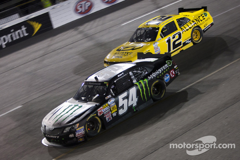 Kurt Busch works to improve one position for victory at Kentucky Speedway