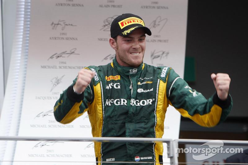 Van der Garde surges to Singapore Sprint Race victory