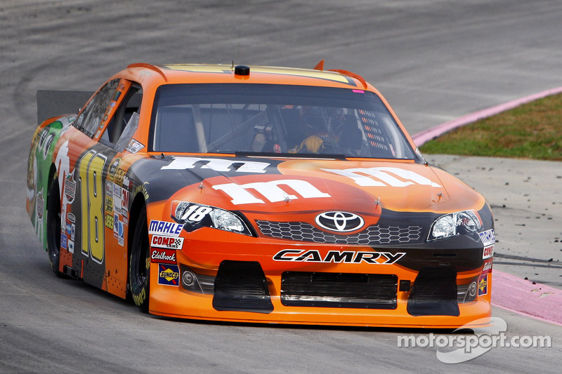 Kyle Bush  chasing the Chase at Texas Motor Speedway