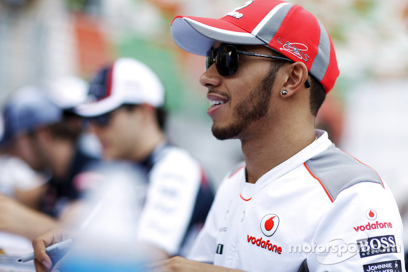 Hamilton says Dennis supports Mercedes switch
