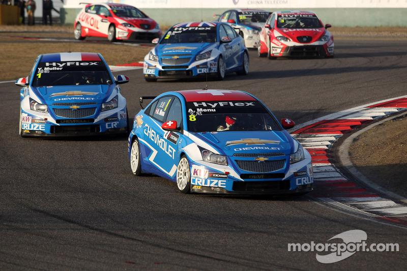 Muller and Menu split the victories in season finale at Macau