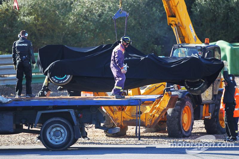 Hamilton crashes new Mercedes